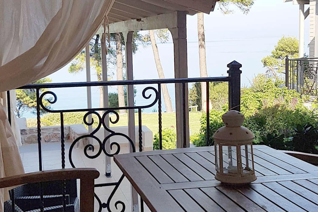 Jade, an ideal summer bungalow in Greece